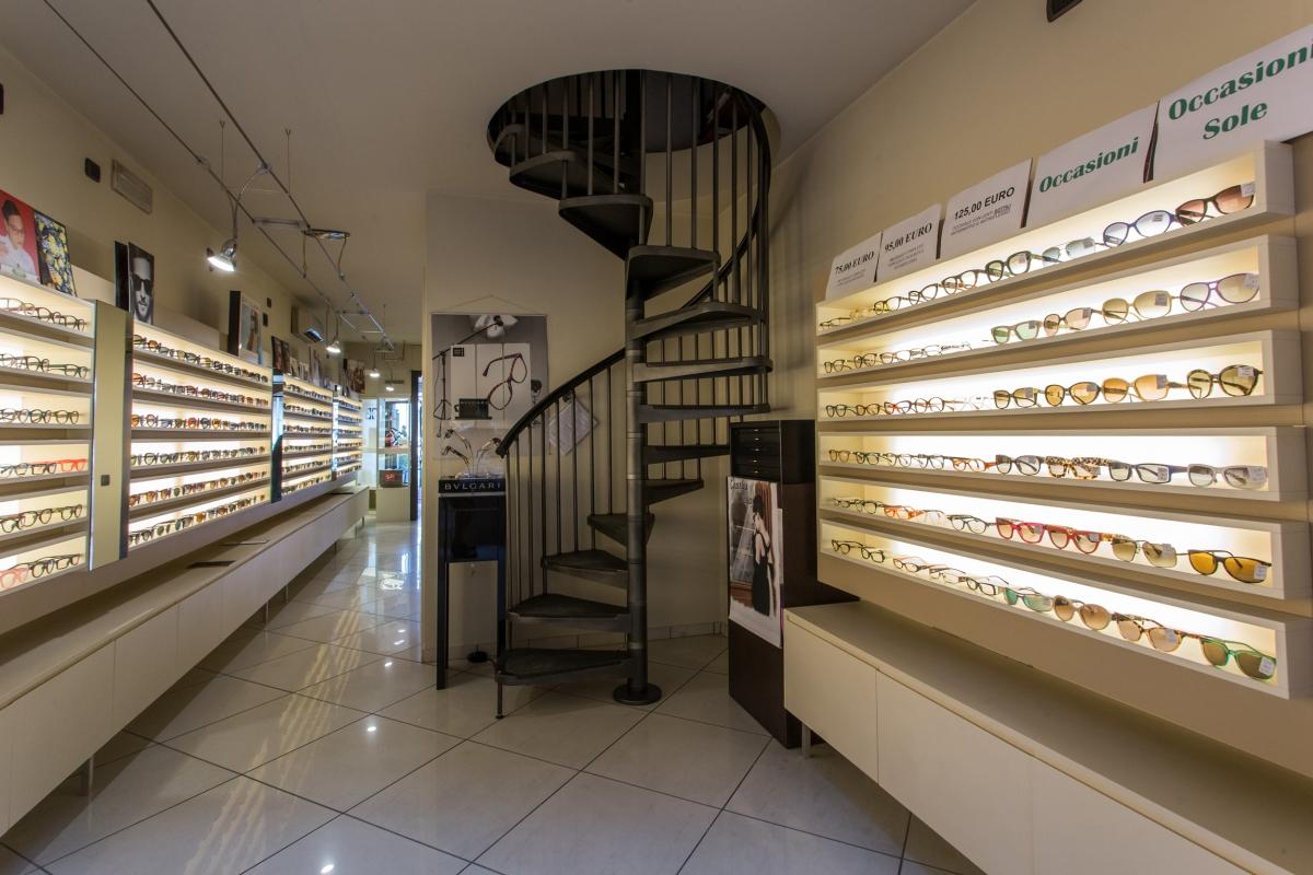 Realizzazione arredamento per negozio su misura for Catena negozi arredamento casa