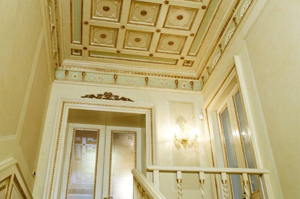 Realizzazione Boiserie e soffitti. Creazione soffitto in ...